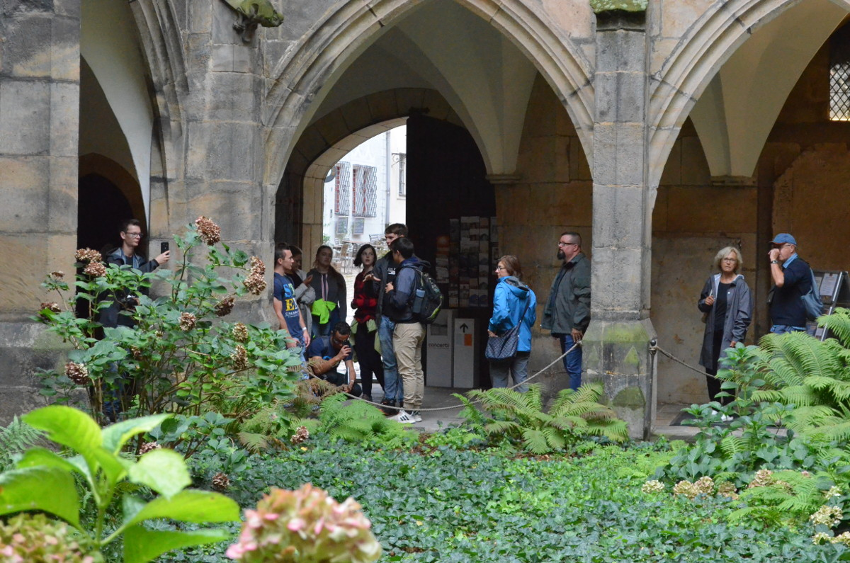 A picture of our group at the entrance of the cathedral