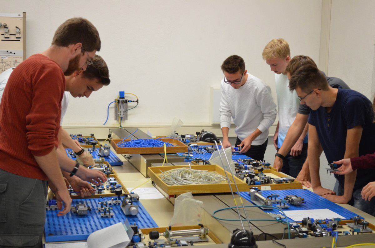 Group of students in the hydraulic labs of the BSZET