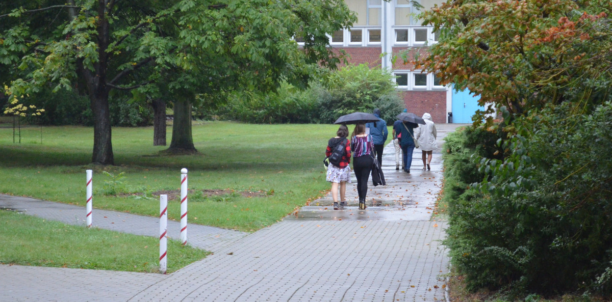 Group walking to another building of the BSZET